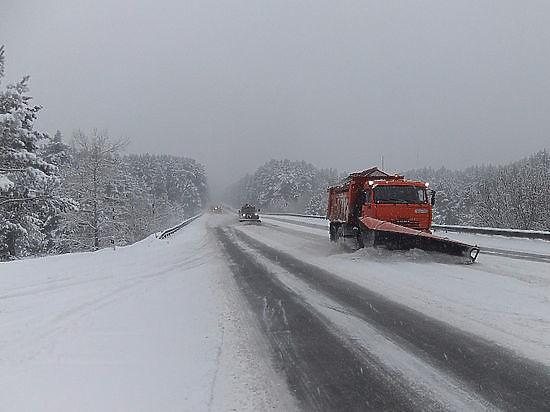 4 участка дорог перекрыли наАлтае из-за метели