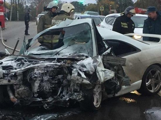 Два водителя пострадали вжесткой «лобовой» трагедии вБарнауле