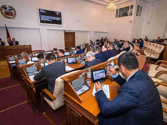 На сессии АКЗС депутаты приняли законопроекты в защиту граждан и животных
