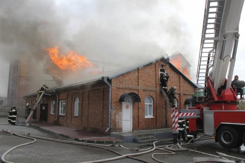 Пожар на территории Покровского собора потушен в Барнауле, пострадавших нет