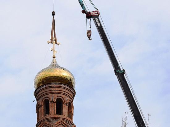 ВБарнауле установили три купола нахрам Архангела Михаила