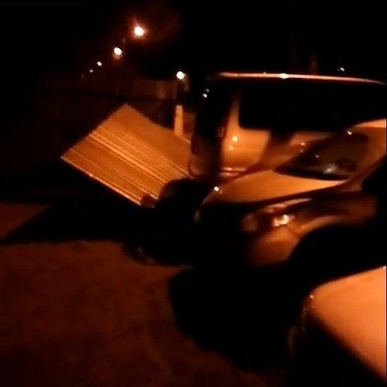 ВБарнауле разбушевавшийся шторм снес крыши, остановки идельфинарий