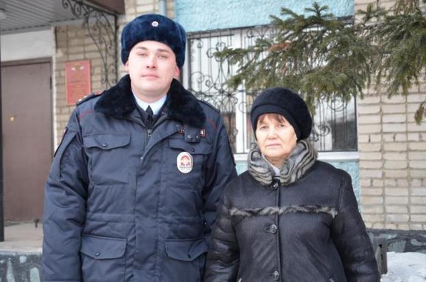 ВАлтайском крае полицейский спас женщину, которую хотели ограбить наулице