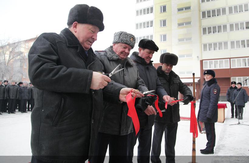 Алтайским полицейским вручили ключи отновых квартир