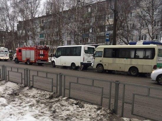 В Барнауле 9 человек пострадали при столкновении двух автобусов