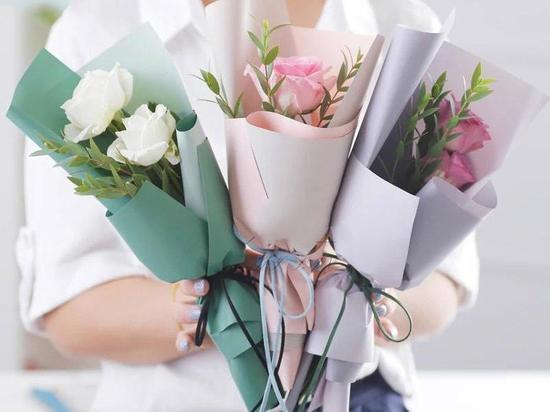 Алтайские депутаты — о подарках к 8 Марта