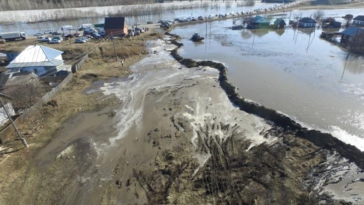 Паводок топит дома иучастки вСибири из-за ледовых заторов нареках